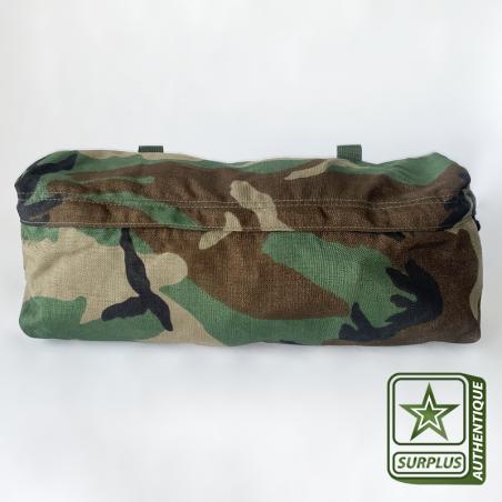 Veste softshell camouflage avec une poche sur le bras gauche à zip autoagrippant