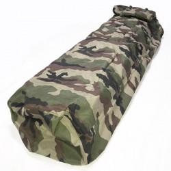 Sur sac de couchage sarcophage camouflage en condition de profil haut