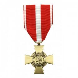 Médaille en forme de croix en bronze avec un ruban de couleur rouge et blanc