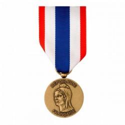 La médaille de Protection Militaire du Territoire présente sur la face une Marianne de profil.