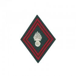 Ecusson de bras losange pour officier et sous-officier brodé Train militaire argent et rouge sur un fond vert armée