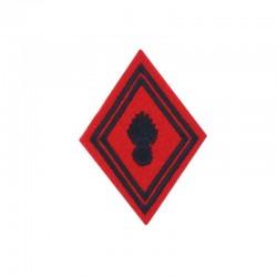 Ecusson de bras losange Troupe Artillerie brodé noir sur un fond rouge