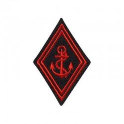 Ecusson de bras losange troupe TDM brodé rouge sur un fond noir